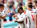 raheem-sterling-merayakan-gol-bersama-pemain-inggris-di-euro-2020-minggu-1362021.jpg