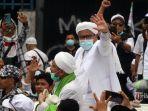 rizieq-shihab-menyapa-pendukungnya-saat-pulang-ke-indonesia.jpg