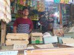 rohman-42-pedagang-sembako-di-pasar-karangayu-kota-semarang-saat-ditemui-sabtu-1262021.jpg