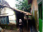 rumah-milik-warga-gondangmanis-kecamatan-bae-kudus-yang-hampir-roboh.jpg