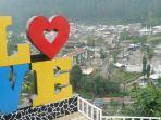 salah-satu-spot-foto-di-objek-wisata-guci-kabupaten-tegal.jpg