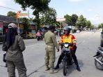 satpol-pp-kabupaten-purbalingga-merazia-pengendara-tak-bermasker.jpg