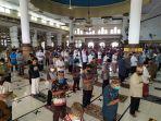 shalat-jumat-di-masjid-agung-purwokerto.jpg