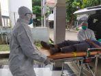 simulasi-petugas-medis-yang-menggunakan-perlengkapan-khusus-saat-menangani-pasien-corona.jpg