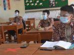 siswa-kelas-8-smp-negeri-1-purbalingga-mengikuti-uji-coba-ptm-kamis-842021.jpg