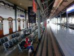 stasiun-tawang-sepi-jadwal-kereta-api-dibatalkan.jpg