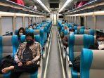 suasana-gerbong-kereta-api-jarak-jauh-dan-pengaturan-jarak-penumpang-di-kereta.jpg