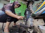 suhanti-montir-wanita-di-desa-notog-kecamatan-patikraja-kabupaten-banyumas.jpg