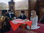 tahanan-narkoba-menjalani-pernikahan-dan-mengucap-ijab-kabul-di-masjid-polres-purbalingga.jpg