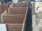 tembok-yang-dibangun-menutup-akses-tiga-rumah-warga-di-desa-widodaren-petarukan-pemalang.jpg