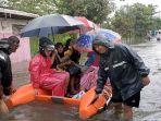 tim-sar-gabungan-mengevakuasi-korban-banjir-di-kota-pekalongan-minggu-722021.jpg