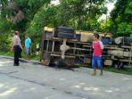 truk-bermuatan-batu-kali-terguling-di-desa-majasari-purbalingga.jpg