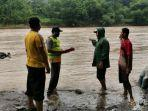 truk-di-banjarsari-kecamatan-bantarbolang-pemalang-hilang-terseret-arus-sungai-comal.jpg