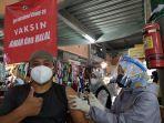 vaksinasi-pedagang-pasar-wisata-tawangmangu.jpg