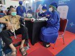 warga-lansia-mengikuti-vaksinasi-massal-di-sasana-krida-gor-satria-purwokerto-rabu-3132021.jpg