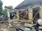 warga-membersihkan-material-lumpur-akibat-banjir-bandang-di-wilayah-pasuruan-jawa-timur.jpg