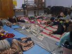 warga-mengungsi-akibat-banjir-di-desa-madureja-kecamatan-puring-kabupaten-kebumen-jawa-tengah.jpg