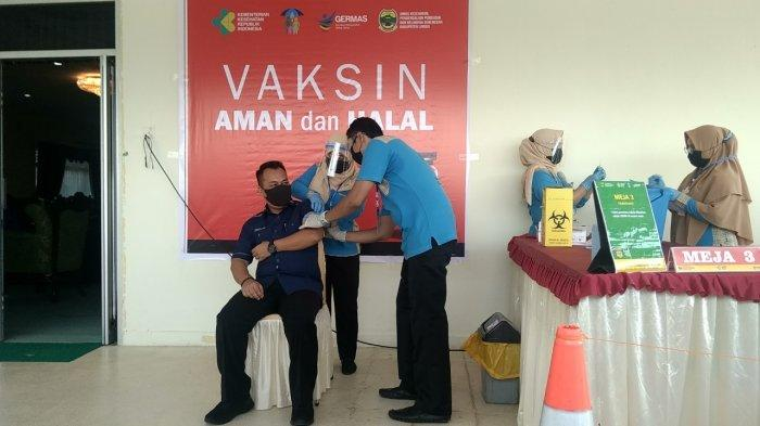 Vaksinasi Corona di Lingga, Muhammad Nizar Jadi Orang Pertama Disuntik, Ini Pengalamannya