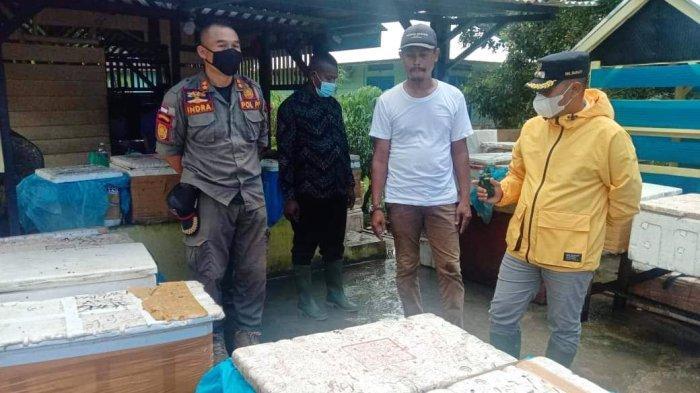 Kelilingi Lingga, Neko Wesha Pawelloy Temui Pedagang Ikan di Kampung Tande Minta Saran