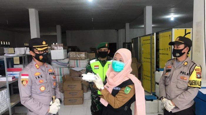 TNI-Polri di Natuna Lakukan Pengamanan, Kedatangan 1000 Vial Vaksin Covid-19
