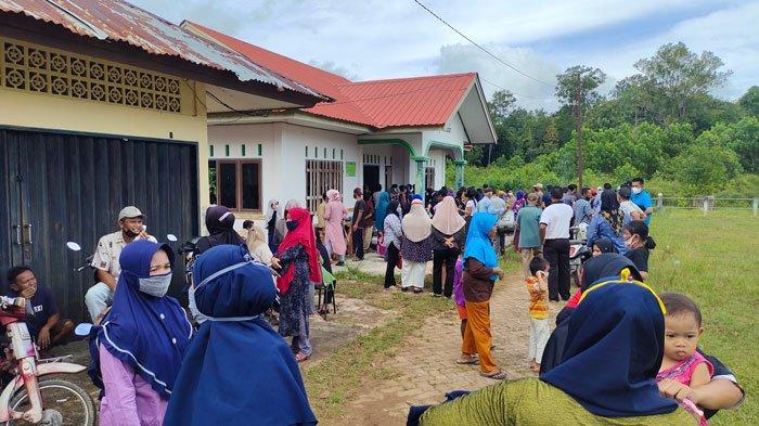 Lokasi Vaksinasi di Lingga Dipadati Antrean Warga, Pemerintah Kejar Target 50 Persen