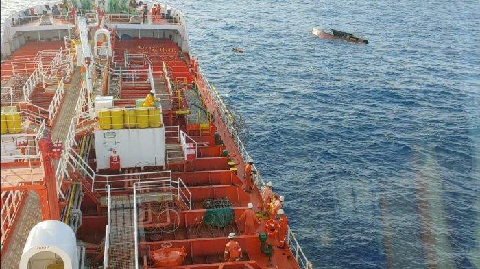 Kapal Tanker Malaysia Temukan 3 Nelayan Tanjungpinang Terombang-ambing di Perairan Anambas