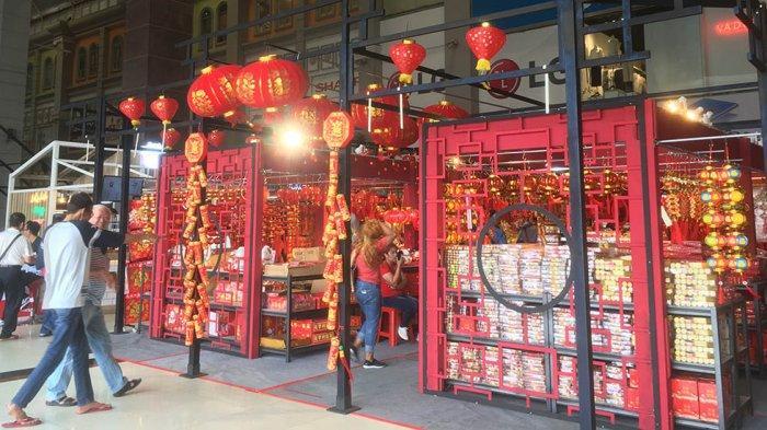 Pedagang Aksesoris Imlek Mulai Marak, Angpao dan Lampion Paling Dicari Pembeli