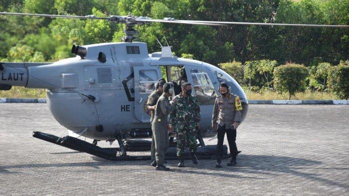 Kapolres Tanjungpinang AKBP Fernando bersama Dan Wing Udara I Tanjungpinang, Kolonel (L) Imam Syafi'i melaksanakan patroli udara untuk memantau kebakaran hutan dan lahan di wilayah Tanjungpinang, Senin (1/3/2021)
