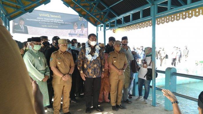 Wakil Ketua DPR RI, H. Rachmat Gobel tiba di Pelabuhan Jagoh, Kecamatan Singkep Barat, Kabupaten Lingga, Selasa (2/3/2021)