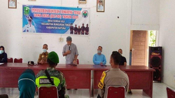 Ketua Komisi I DPRD Natuna Wan Arismunandar, saat menghadiri penyerahan Bantuan Langsung Tunai Dana Desa (BLT DD) di Desa Sungai Ulu, Jumat (30/7/2021)