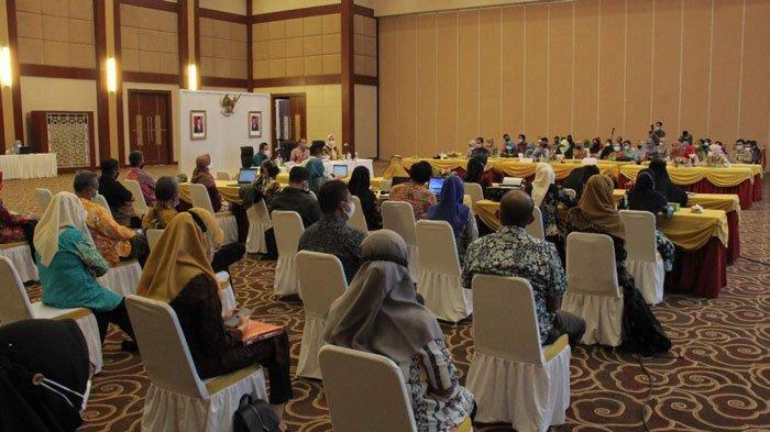 Suasana Rapat Penataan Analisis Jabatan dan Analis Beban Kerja di Aula Wan Seri Beni, Dompak, Kamis (2/9/2021).