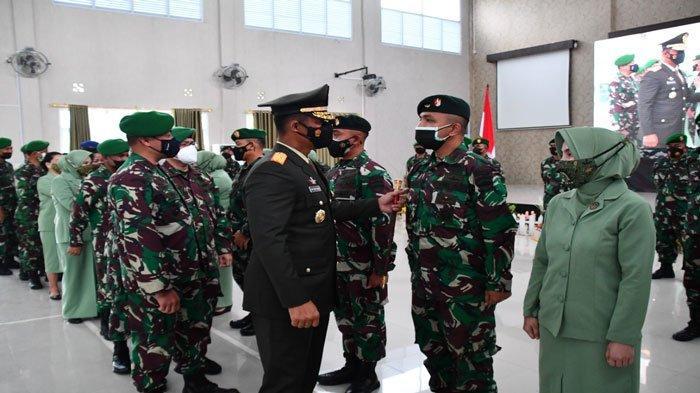 Danrem 033/WP Pimpin Acara Kenaikan Pangkat 163 Personel TNI AD di Lingkungan Korem