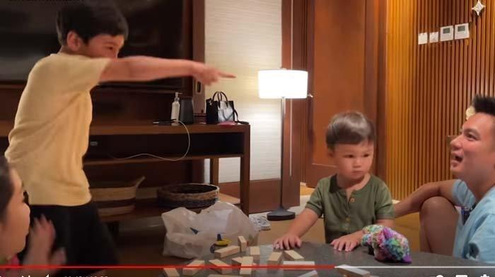 Bikin Kiano Takut, Rafathar Ngamuk Sambil Tunjuk-tunjuk Baim Wong, Nagita Lakukan Ini Tenangkan Anak