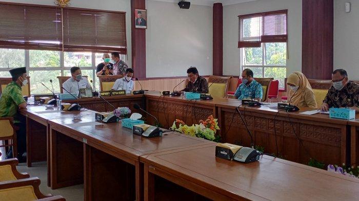 Rapat koordinasi antara Komisi IV DPRD Kota Batam dan Dinas Pendidikan Kota Batam, membahas tentang PPDB tingkat SD dan SMP, Kamis (3/6/2021).
