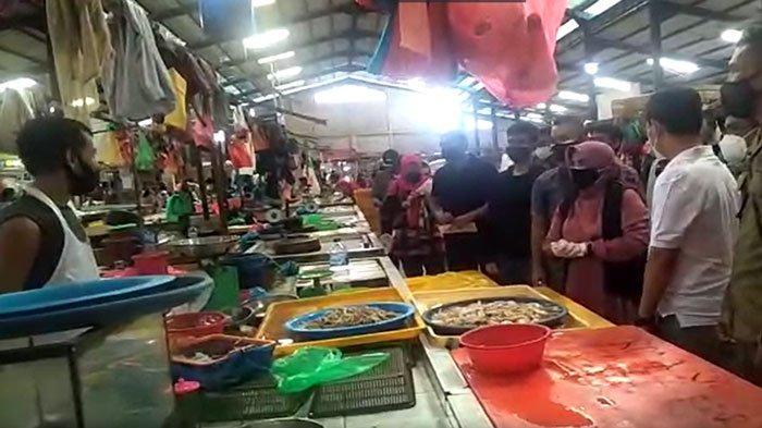 TINJAU PASAR - Walikota Tanjungpinang Rahma meninjau Pasar Bintan Center.