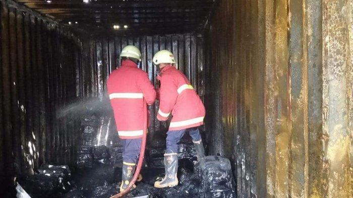 Kontainer Berisi Plastik Terbakar di Bintan