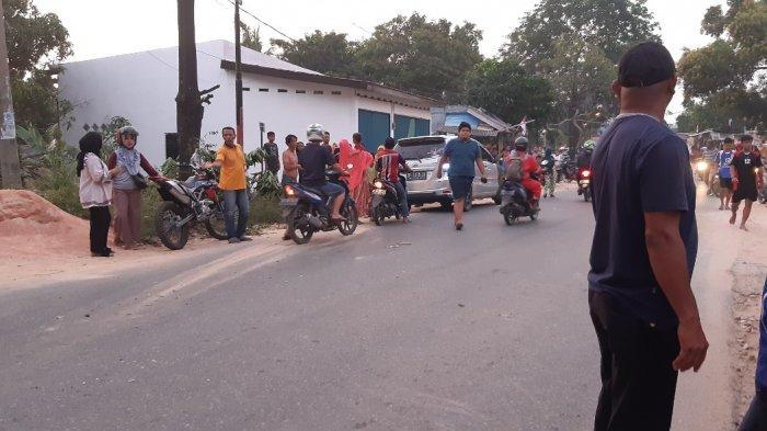 Mobil Juragan Ternak di Kota Batam Seruduk Kios dan Seret Sepeda Motor di Tanjungriau