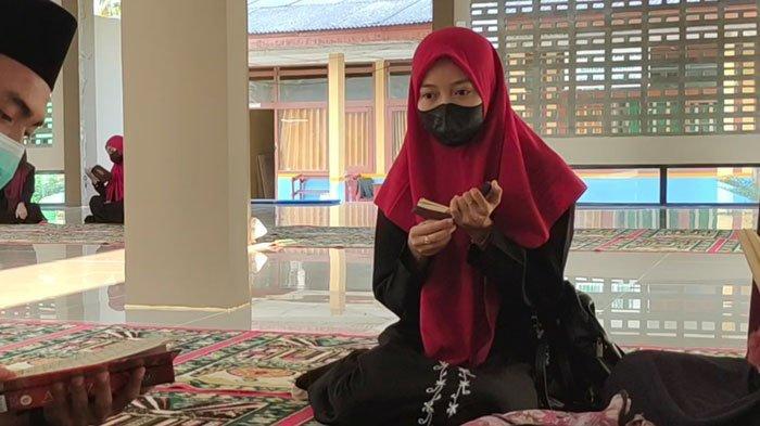 Yuni Pelajar Berprestasi di Lingga Ingin Hafal Quran 5 Juz Sebelum Lulus Sekolah