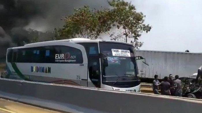 Tetap Utuh, Bus Ini Cuma Lecet dan Selamat dari Tabrakan Maut di Tol Cipularang