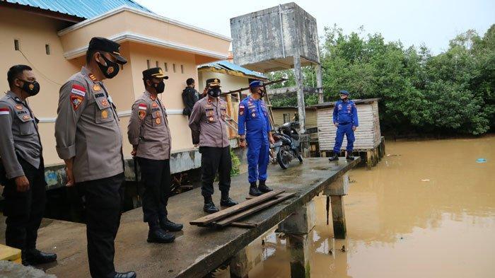 Hujan Deras, Rumah Warga di Tanjunguban Bintan Jebol Diterjang Longsor