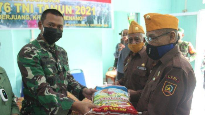 Kodim 0317/TBK Bagi Sembako untuk Veteran LVRI Karimun, Peringati HUT ke-76 TNI