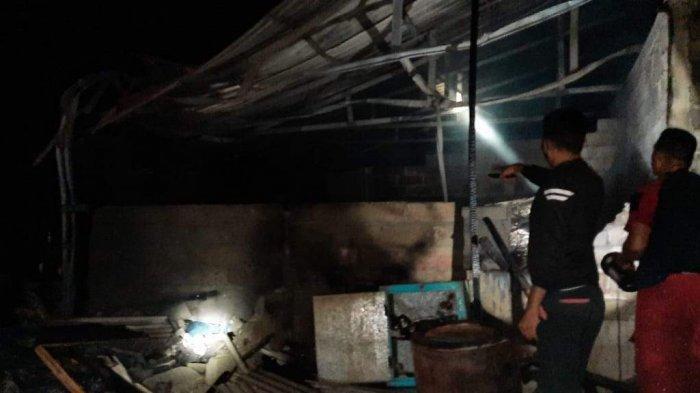 KEBAKARAN DI BINTAN - Sedang Tidur, Surip Kaget Rumahnya Sudah Dilalap Api