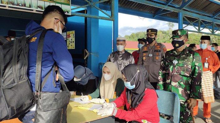 Perketat Pintu Masuk ke Lingga, Tim Gabungan Pantau Kepadatan Penumpang di Pelabuhan Jagoh