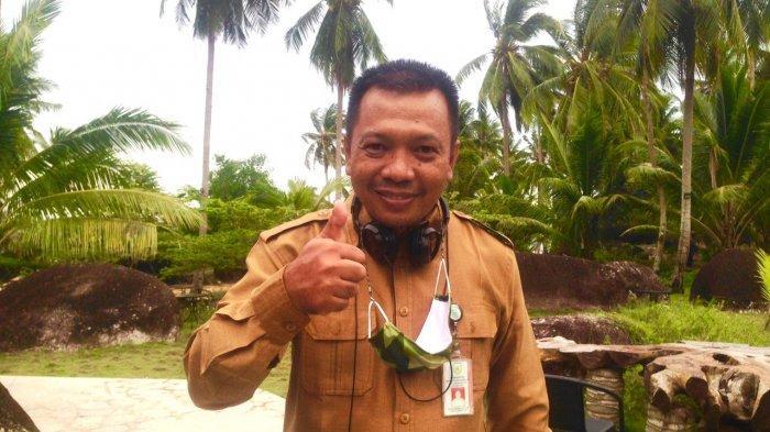 Kepala Dinas Komunikasi dan Informatika Kabupaten Natuna, Raja Darmika. Foto diambil di Kantor Diskominfo Kabupaten Natuna, Senin (3/5/2021)