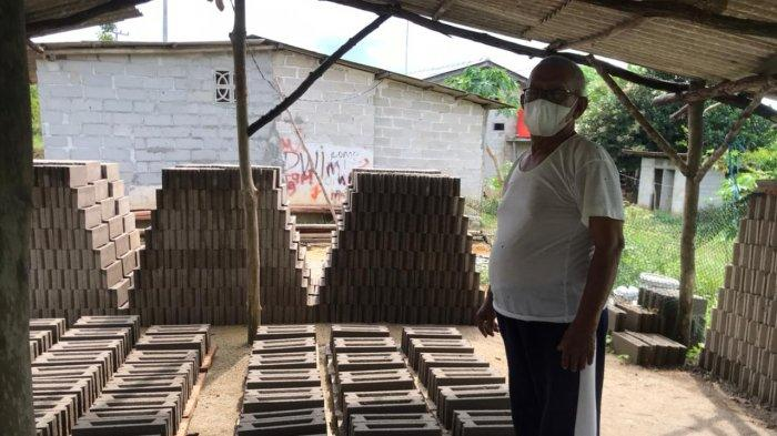 Kisah Kakek 81 Tahun di Bintan, Gigih Kembangkan Usaha Percetakan Batako Miliknya