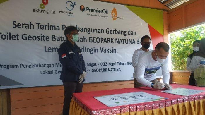 Wabup Natuna Rodhial Huda Terima CSR SKK Migas, Resmikan Gerbang Geosite Batu Kasah