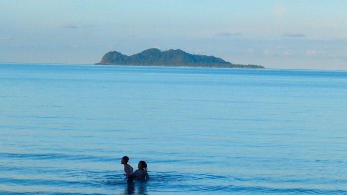Indahnya Pulau Senoa di Natuna dan Legenda di Balik Bentuknya Mirip Wanita Hamil