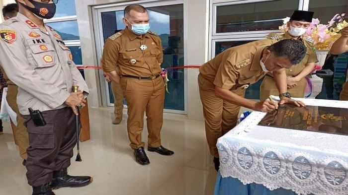 Bupati Natuna Wan Siswandi Resmikan Kantor Camat, Ingatkan Warga Ikut Vaksin Covid-19