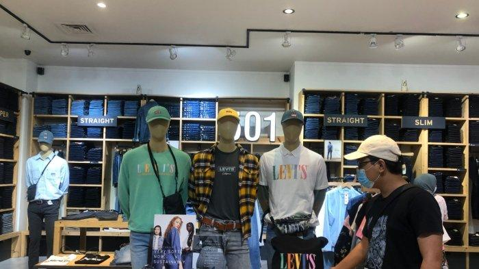 Promo at Levi's Mega Mall Batam Center, Free T-shirt with Minimum Transaction of IDR 1,1 Million