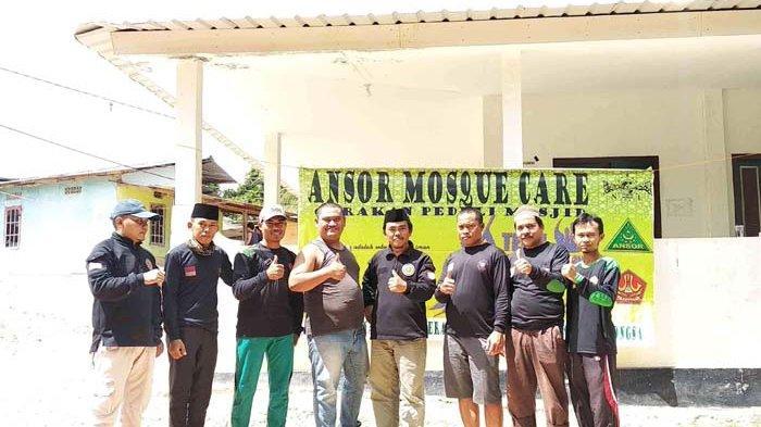 GP Ansor Nongsa Lakukan Bersih-bersih Masjid
